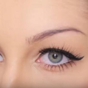 HOW TO: Fill in your eyebrows with a stencil